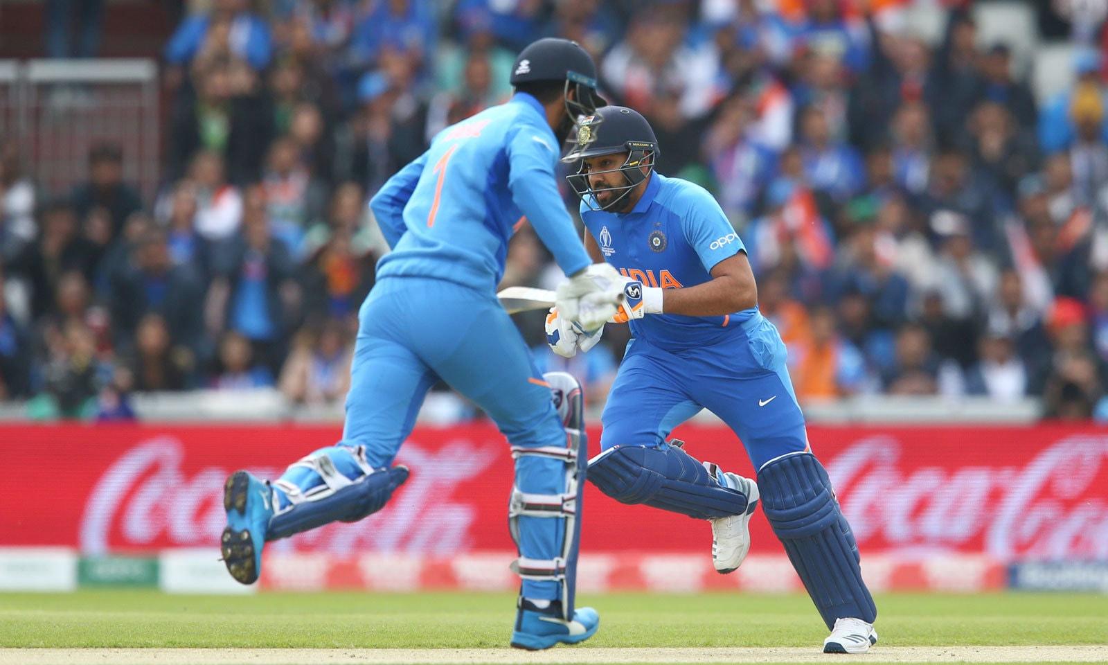 بھارتی اوپنرز روہت شرما اور لوکیش راہل نے اپنی ٹیم کو 136رنز کا عمدہ آغاز فراہم کیا— فوٹو: اے پی
