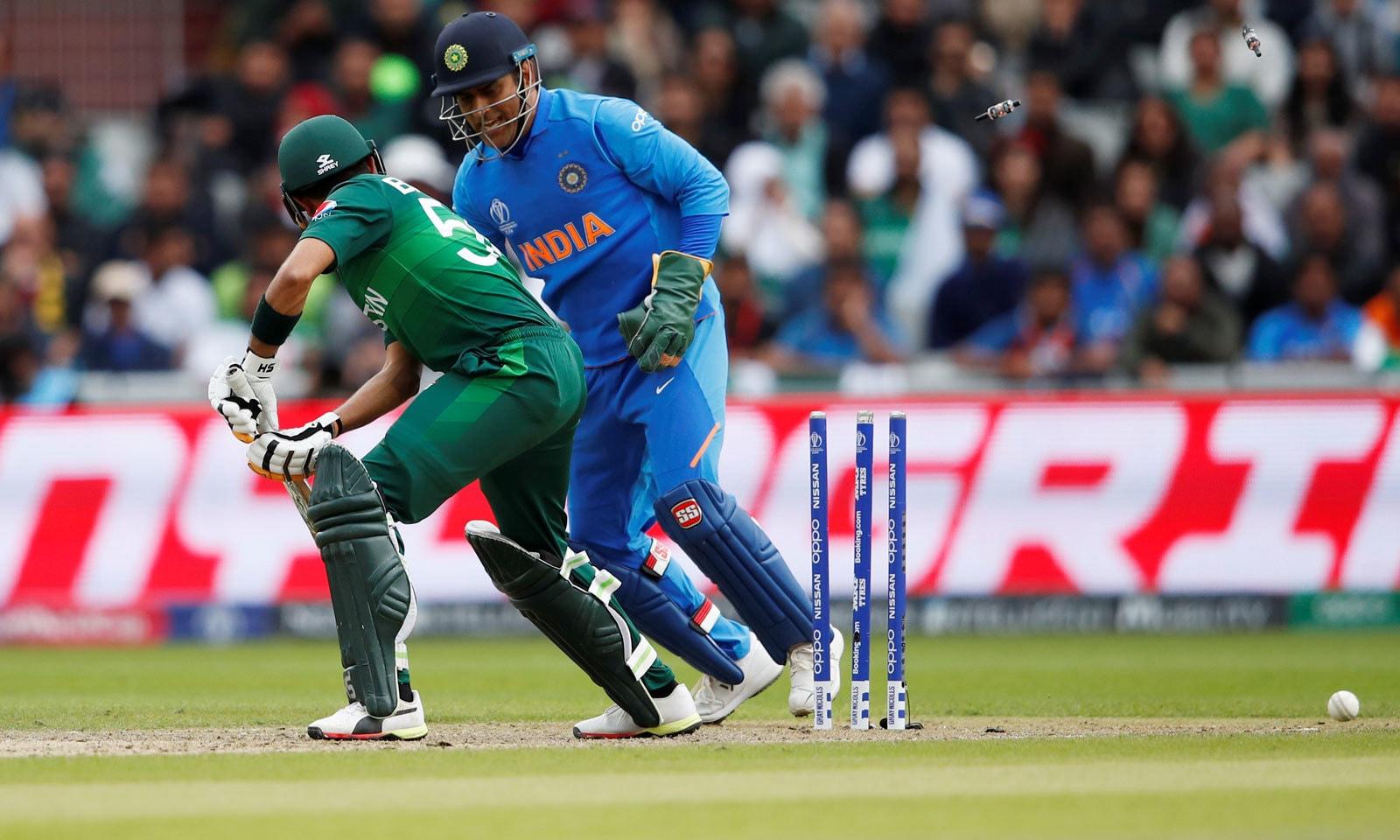 بھارت نے ورلڈ کپ میں پاکستان کو لگاتار 7ویں مرتبہ شکست دی— فوٹو: اے ایف پی