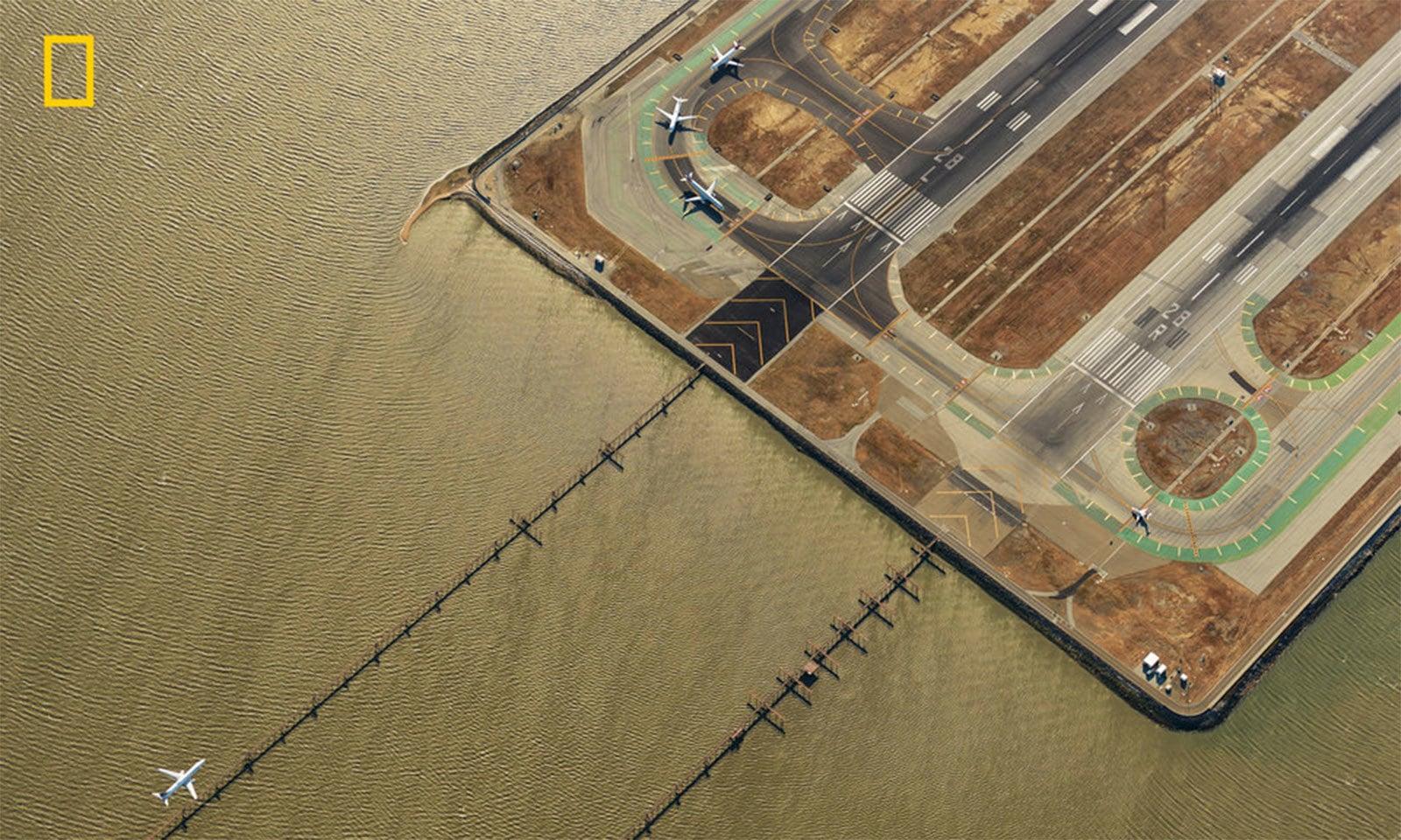 سان فرانسسکو ائیرپورٹ کی تصویر — فوٹو بشکریہ جیسن ٹوڈورو/نیشنل جیوگرافک