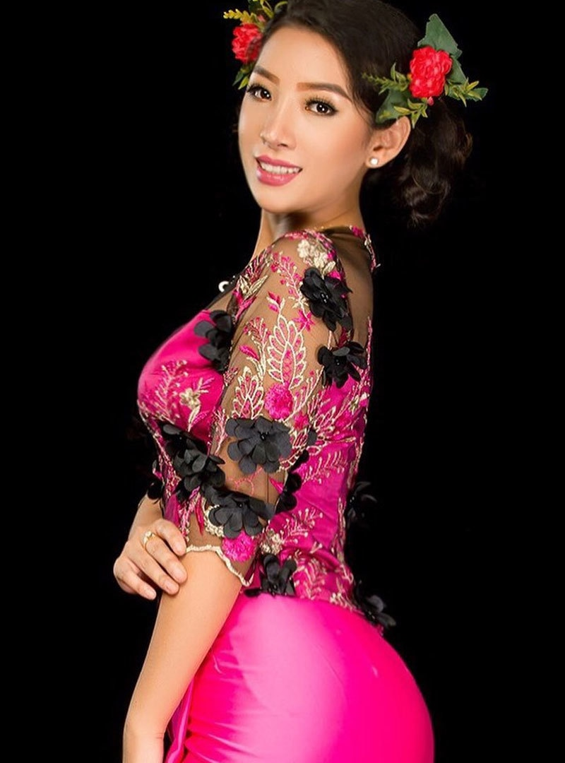 ننگ میوسین برما کے ثقافتی لباس میں بھی تصاویر شیئر کرتی رہتی ہیں—فوٹو: انسٹاگرام