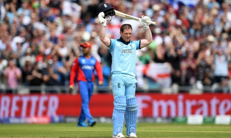 کپتان مورگن کی 71 گیندوں پر 148 رنز کی دھواں دار بلے بازی، انگلش ٹیم نے میچ میں 25 چھکے لگائے۔ فوٹو آئی آئی سی ٹوئٹر