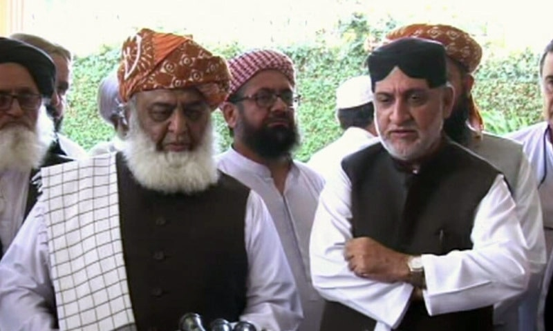 JUI-F chief Maulana Fazlur Rehman and BNP-M chief Sardar Akhtar Mengal speak to the media after their meeting. — DawnNewsTV screengrab