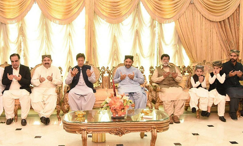 The talks between PM  Imran Khan and Ali Gohar Mahar were held in Gohar Palace in Khangarh, Ghotki district, where the former had arrived to offer condolences on the death of Ali Mohammad Mahar to his brothers. — Photo courtesy Radio Pakistan