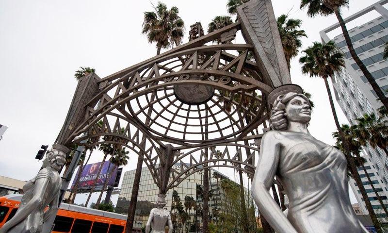 مارلن منرو کا مجسمہ ہولی وڈ خواتین کے جھروکے کے نام سے قائم حصے میں رکھا گیا تھا—فوٹو: اسکائے نیوز