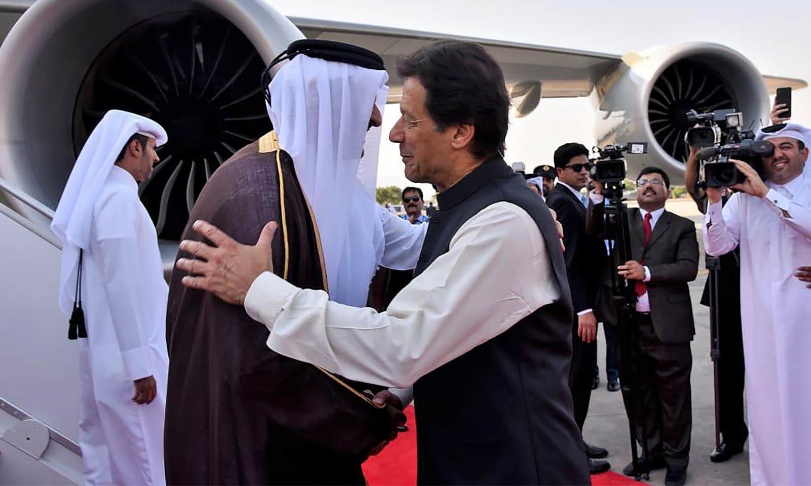 قطر کے امیر شیخ تمیم بن حمد الثانی کا خصوصی طیارہ نور خان ایئربیس پر اترا تھا جہاں ان کا پرتپاک استقبال کیا گیا — فوٹو: اے ایف پی
