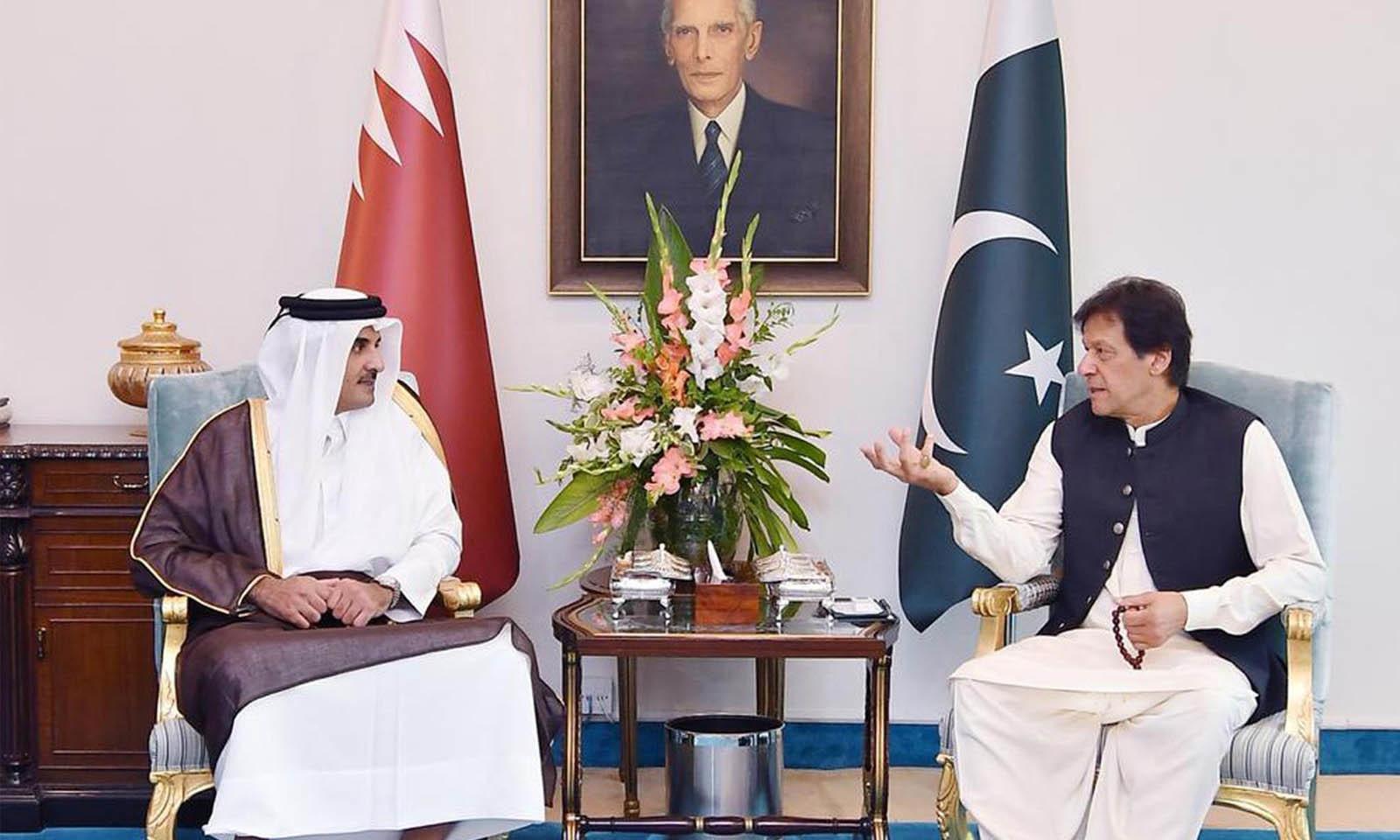 دونوں ممالک کی اعلیٰ قیادت کے درمیان ہونے والی ملاقات میں دو طرفہ تعلقات اور قطر کے امیر شیخ تمیم بن حمد الثانی کے دورہ پاکستان کے حوالے سے تبادلہ خیال کیا گیا — فوٹو: ریڈیو پاکستان