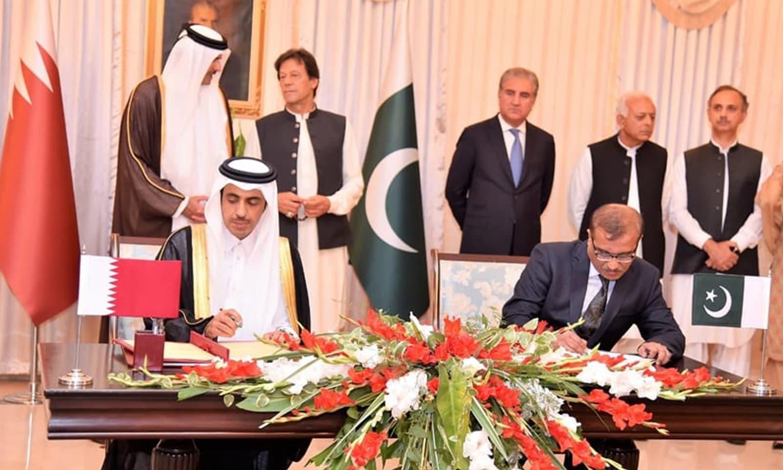 پاکستان اور قطر کے درمیان مختلف شعبوں میں تعاون سے متعلق مفاہمت کی 3 یادداشتوں پر دستخط ہوئے — فوٹو:پی آئی ڈی