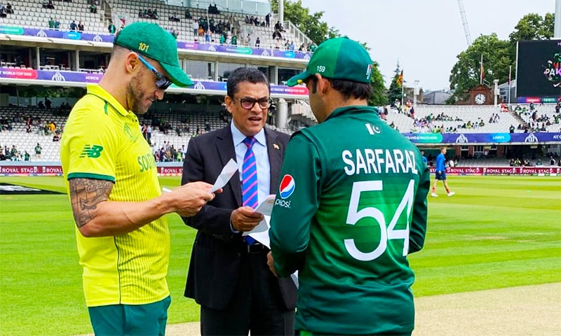 Skippers Sarfaraz Ahmed and Faf du Plessis ready for the toss. ─ Photo courtesy CWC Twitter