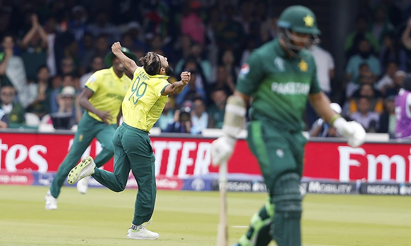 South Africa's Imran Tahir, centre, celebrates after taking the wicket of Imamul Haq. ─ AP