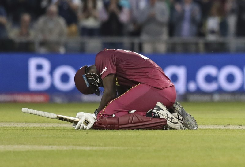 Carlos Brathwaite reacts after losing the Cricket World Cup match against New Zealand. ─ AP