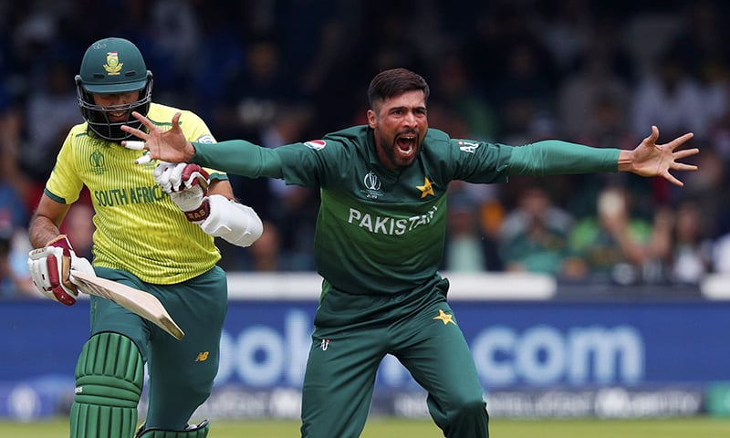Mohammad Amir (R) makes an appeal for a leg before wicket (LBW) decision against South Africa's Hashim Amla (L). ─ AFP