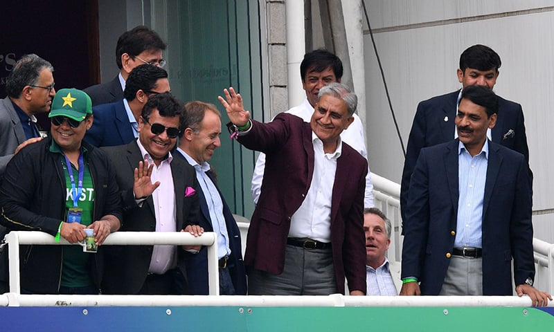 Army Chief General Qamar Javed Bajwa, accompanied by DG ISPR Maj Gen Asif Ghafoor, waves to the crowd. ─ AFP