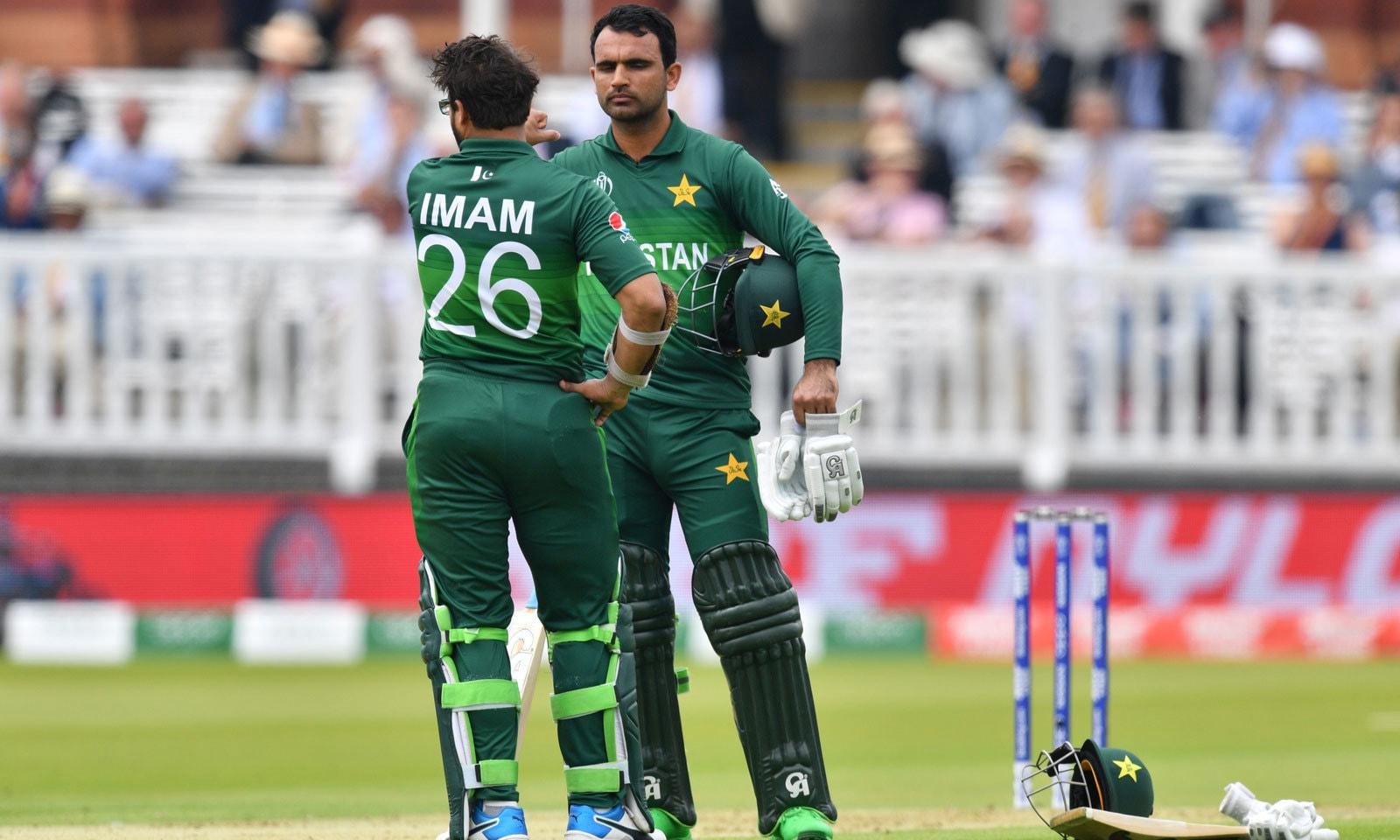 پاکستانی اوپنرز نے ٹیم کو 81رنز کا شاندار آغاز فراہم کیا— فوٹو: اے ایف پی