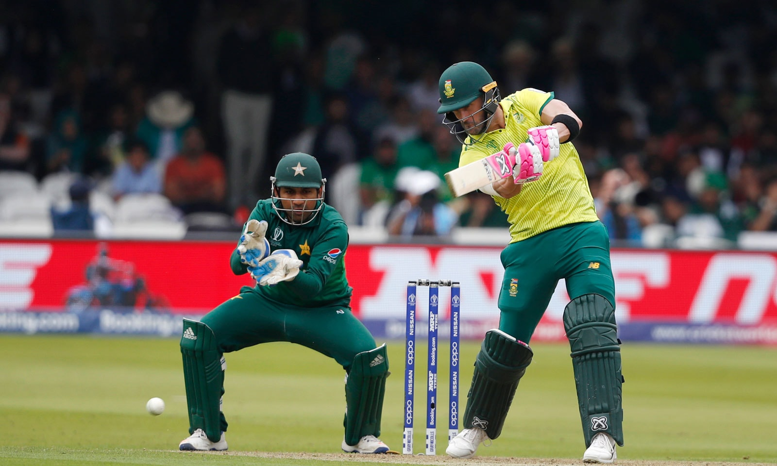 جنوبی افریقہ کے کپتان فاف ڈیو پلیسی نے 63رنز کی اننگز کھیلی— فوٹو: اے پی