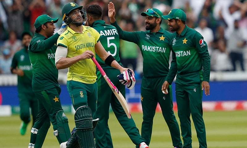 South Africa skipper Faf du Plessis walks back to the pavilion after his dismissal during the 2019 Cricket World Cup group stage match against Pakistan at Lord's. ─ AFP