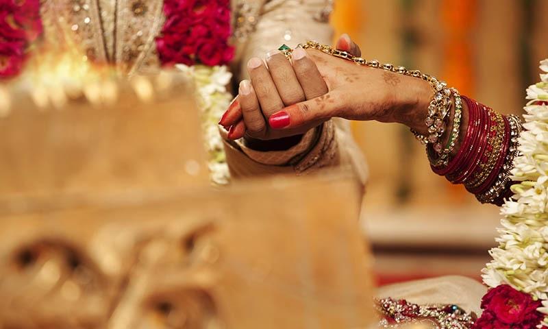 اجازت کے بغیر شادی کرنے والے شخص کو سزا اور جرمانہ ہوگا — فائل فوٹو/شٹر اسٹاک
