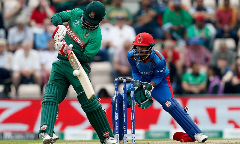 Bangladesh's Tamim Iqbal (L) plays a shot watched by Afghanistan's wicketkeeper Ikram Ali Khil during the 2019 Cricket World Cup group stage match between Bangladesh and Afghanistan at the Rose Bowl in Southampton, southern England, on Monday. — AFP