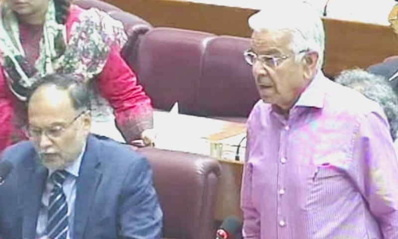 PML-N stalwart Khawaja Asif speaks in the National Assembly. — DawnNewsTV screengrab