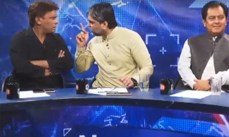 PTI leader Masroor Ali Sial (C) is seen arguing with KPC President Imtiaz Khan Faran. — YouTube screengrab
