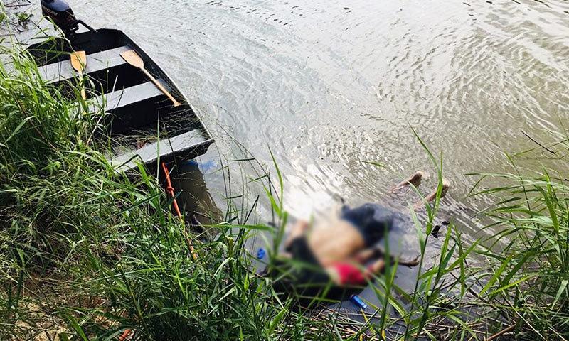 والد اور بچی میکسیکو سے امریکا جا رہے تھے—فوٹو: اے ایف پی