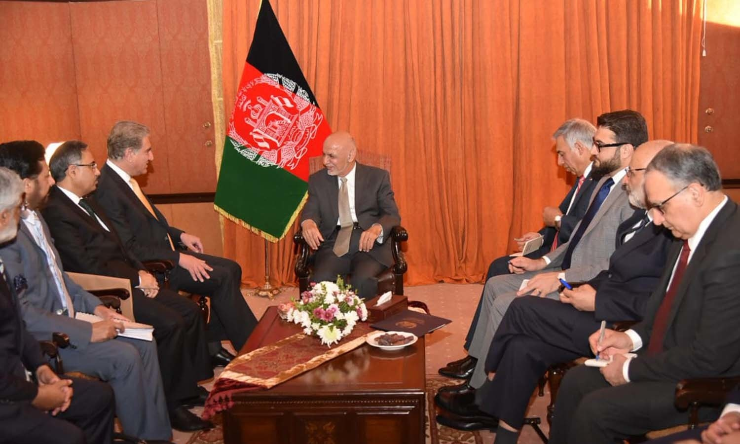 President Ghani meets Foreign Minister Shah Mahmood Qureshi. — Photo: GoP Twitter