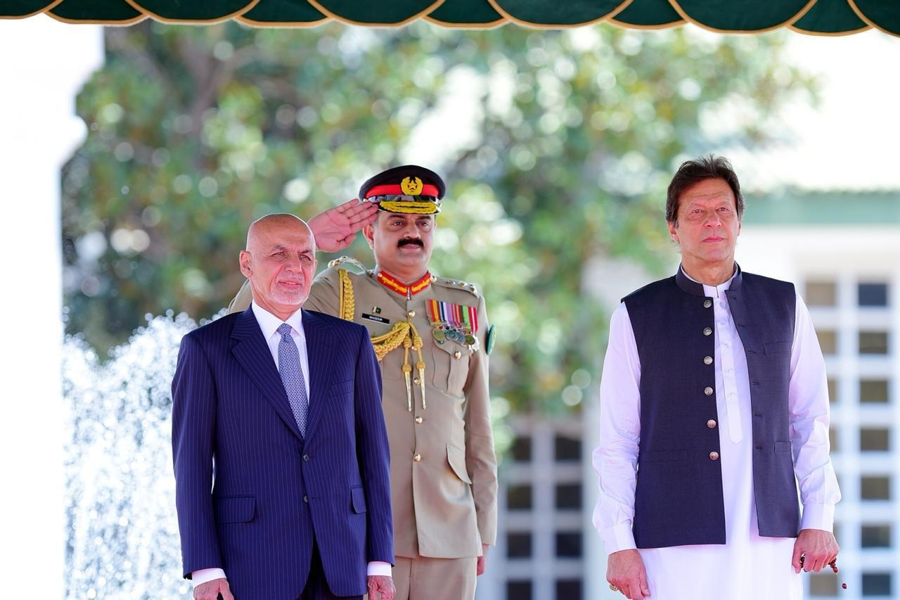 PM Imran and President Ghani observing the guard of honour. — Government of Pakistan