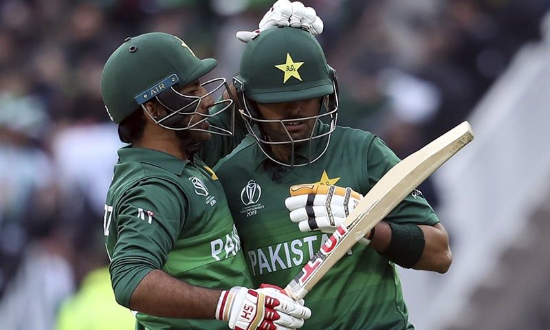 Pakistan skipper Sarfaraz Ahmed embraces Babar Azam after scoring the winning runs during the World Cup match between New Zealand and Pakistan. ─ AP/File