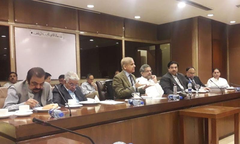 دھاندلی والی کمیٹی کا 4 ماہ سے اجلاس ہی نہیں ہورہا، شہباز شریف—فوٹو: جاوید حسین