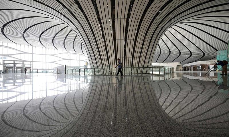 ایئرپورٹ کے اندر خوبصورت ڈیزائننگ کی گئی ہے — فوٹو: اے ایف پی