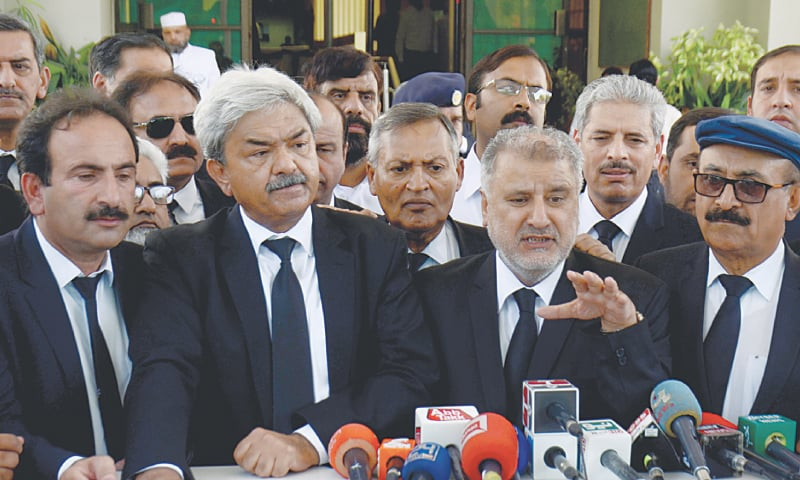 Supreme Court Bar Association President Amanullah Kanrani and Pakistan Bar Council vice chairman Syed Amjad Shah speak to reporters outside the Supreme Court on Tuesday. — Tanveer Shahzad/White Star