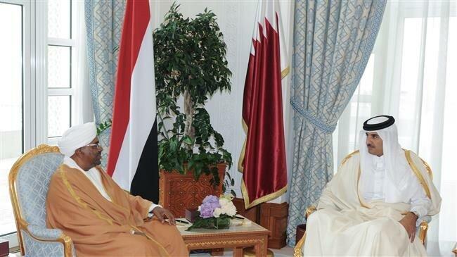 Qatar's Emir Sheikh Tamim bin Hamad Al Thani (right) meets with Sudan's President Omar al-Bashir in Doha, Qatar, on January 23, 2019. ─ Reuters