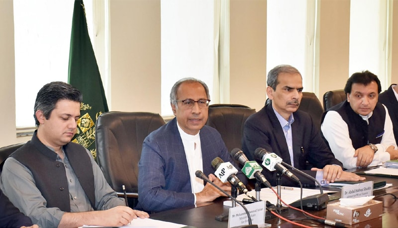 ISLAMABAD: Finance Adviser Dr Abdul Hafeez Sheikh is addressing a press briefing on Thursday—Online