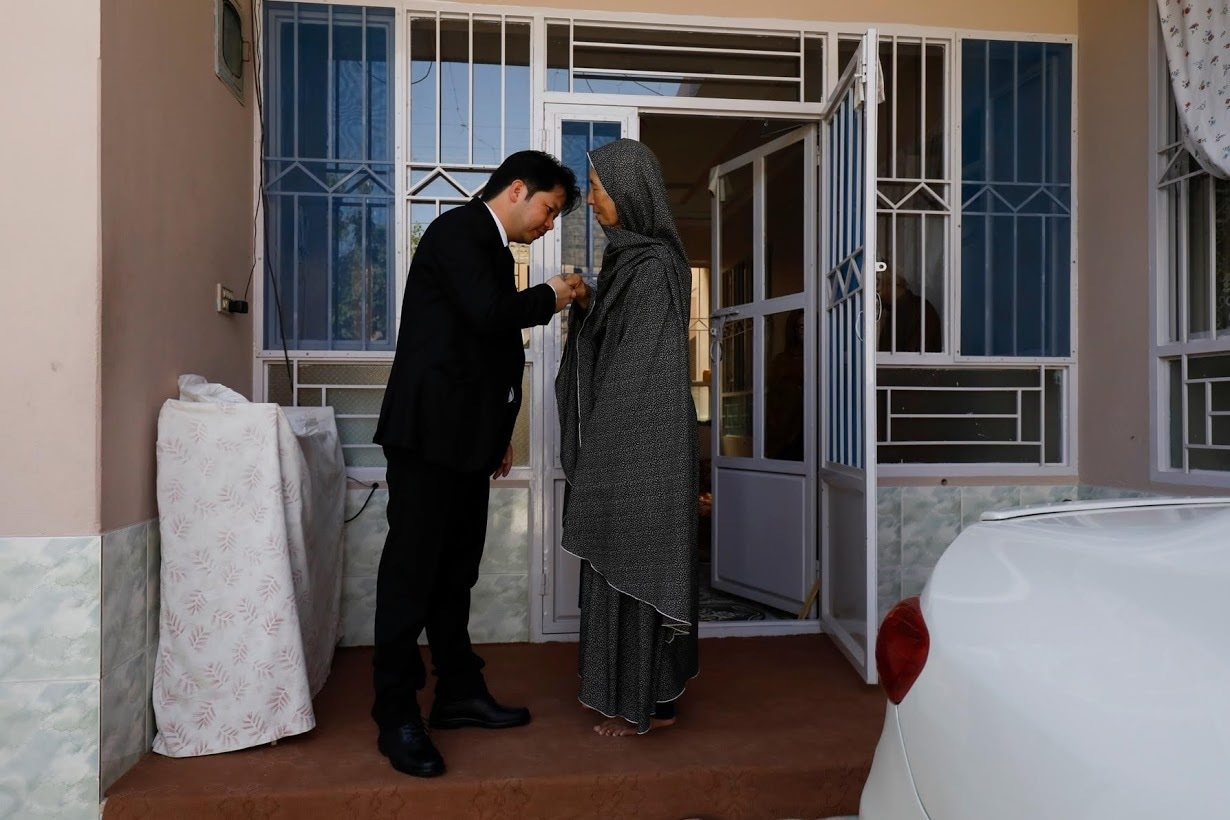 Sahil kisses his mother's hand. ─ Reuters