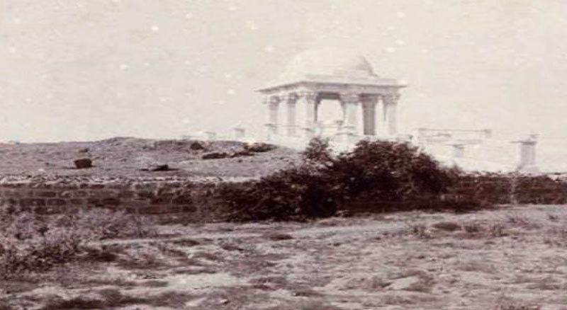 فلس لوئس کی قبر کا مقبرہ 1912 میں ہی بنایا گیا تھا—فوٹو: اولڈ کراچی فیس بک پیج
