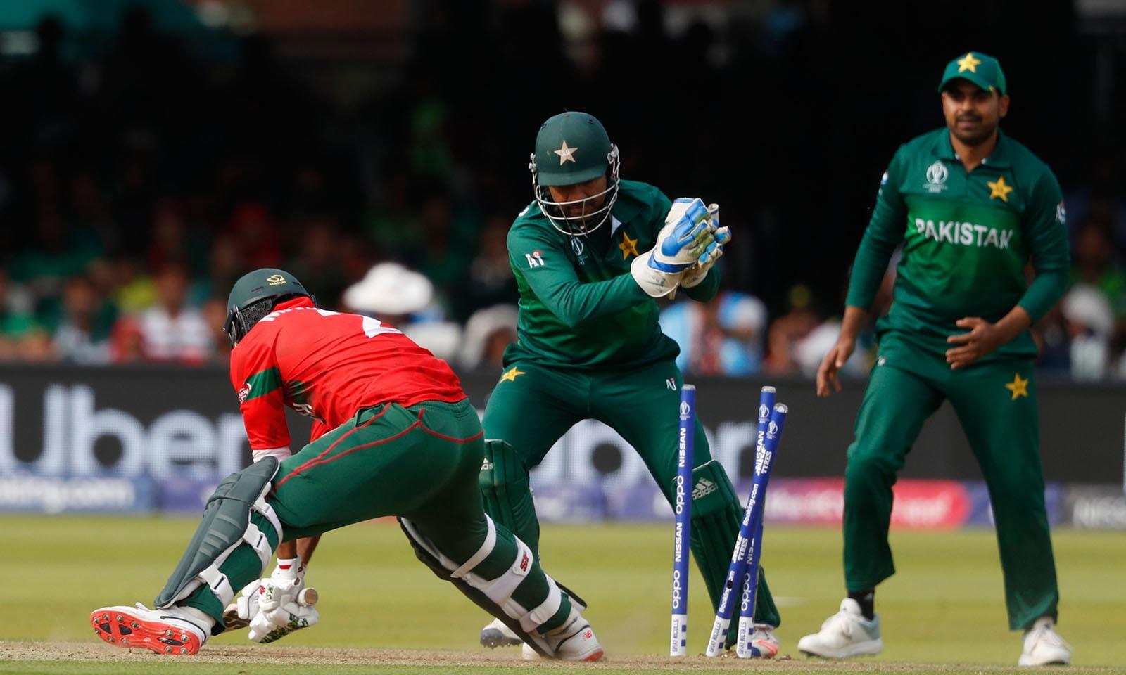 پاکستان نے بنگلہ دیش کو شکست دے کر ورلڈ کپ کا فاتحانہ انداز میں اختتام کیا— فوٹو: اے ایف پی