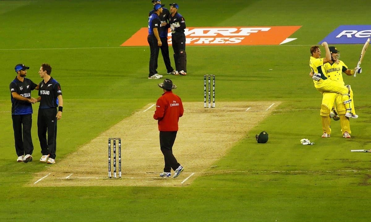فائنل میں شکست کے بعد نیوزی لینڈ کے کھلاڑی مایوس نظر آرہے ہیں— فوٹو: رائٹرز