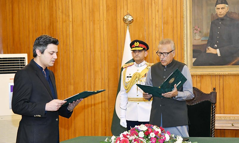 President Dr Arif Alvi administers the oath to Hammad Azhar for his new post as Federal Minister for Revenue Division on Monday. — Photo courtesy Radio Pakistan