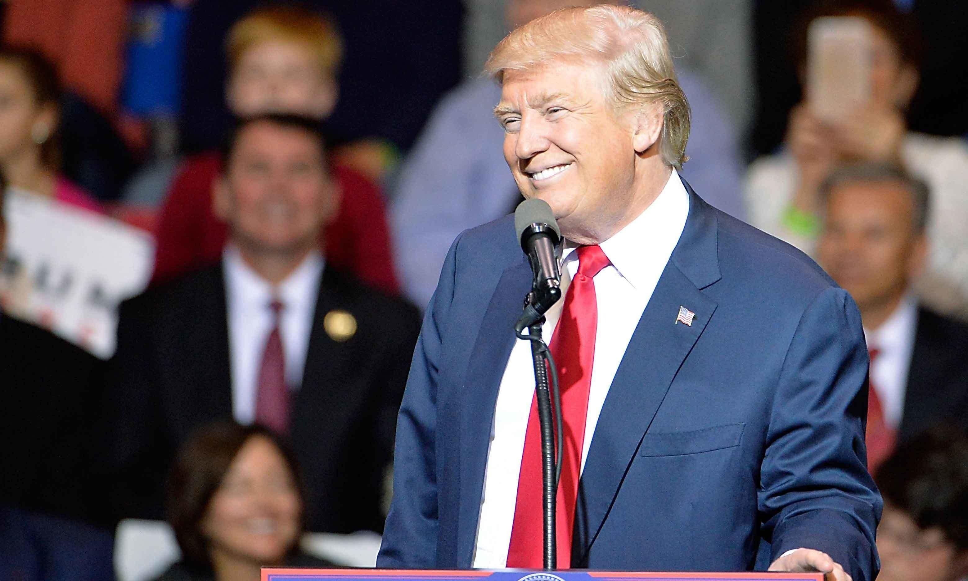 ڈونلڈ ٹرمپ نے امریکا میں برطانوی سفیر کو 'احمق شخص' قرار دے دیا — فوٹو: اے ایف پی