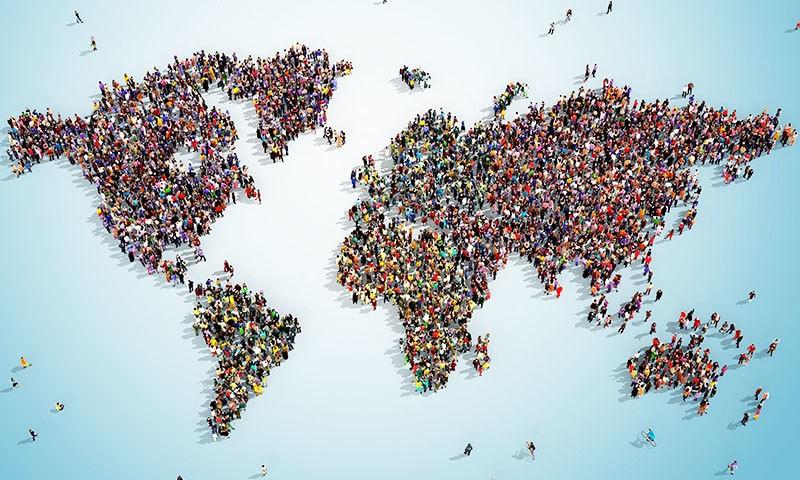 دنیا کی آبادی میں سالانہ 80 لاکھ سے ایک کروڑ کا اضافہ ہو رہا ہے—فوٹو: شٹر اسٹاک