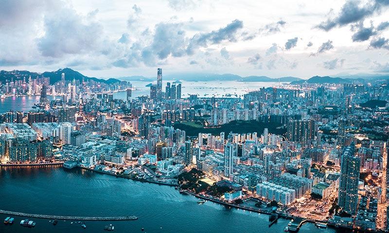 چمکتے دمکتے ہانگ کانگ کو بھی لاقانونیت سمیت کئی مسائل کا سامنا ہے—فوٹو: شٹر اسٹاک