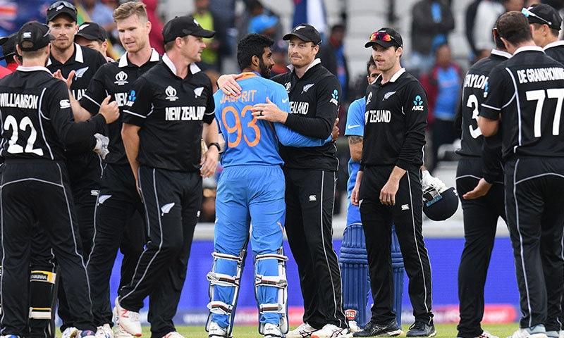 بھارت کی پوری ٹیم 221 رنز بنا کر آؤٹ ہوئی—فوٹو:اے ایف پی