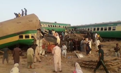 A passenger train, the Akbar Express, collided with a freight train at the Walhar Railway Station in Sadiqabad on Thursday morning. — DawnNewsTV
