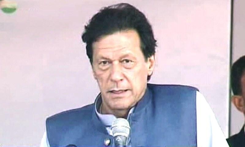منصوبے کے تحت مکانات کی قیمت عام آدمی کی پہنچ میں ہوگی، عمران خان — فوٹو: ڈان نیوز