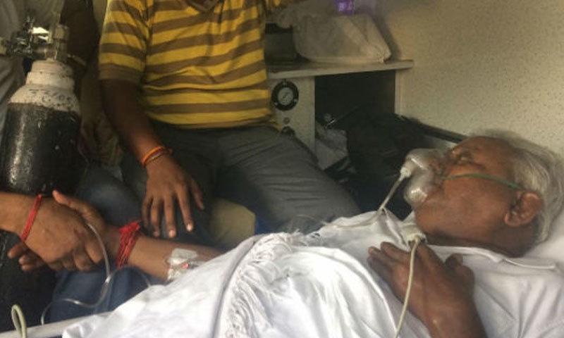 راج گوپال عرف ڈوسا کنگ ڈرامائی حالت میں ایمبولینس پر عدالت پہنچے اور خود کو حکام کے حوالے کیا—ون انڈیا تامل