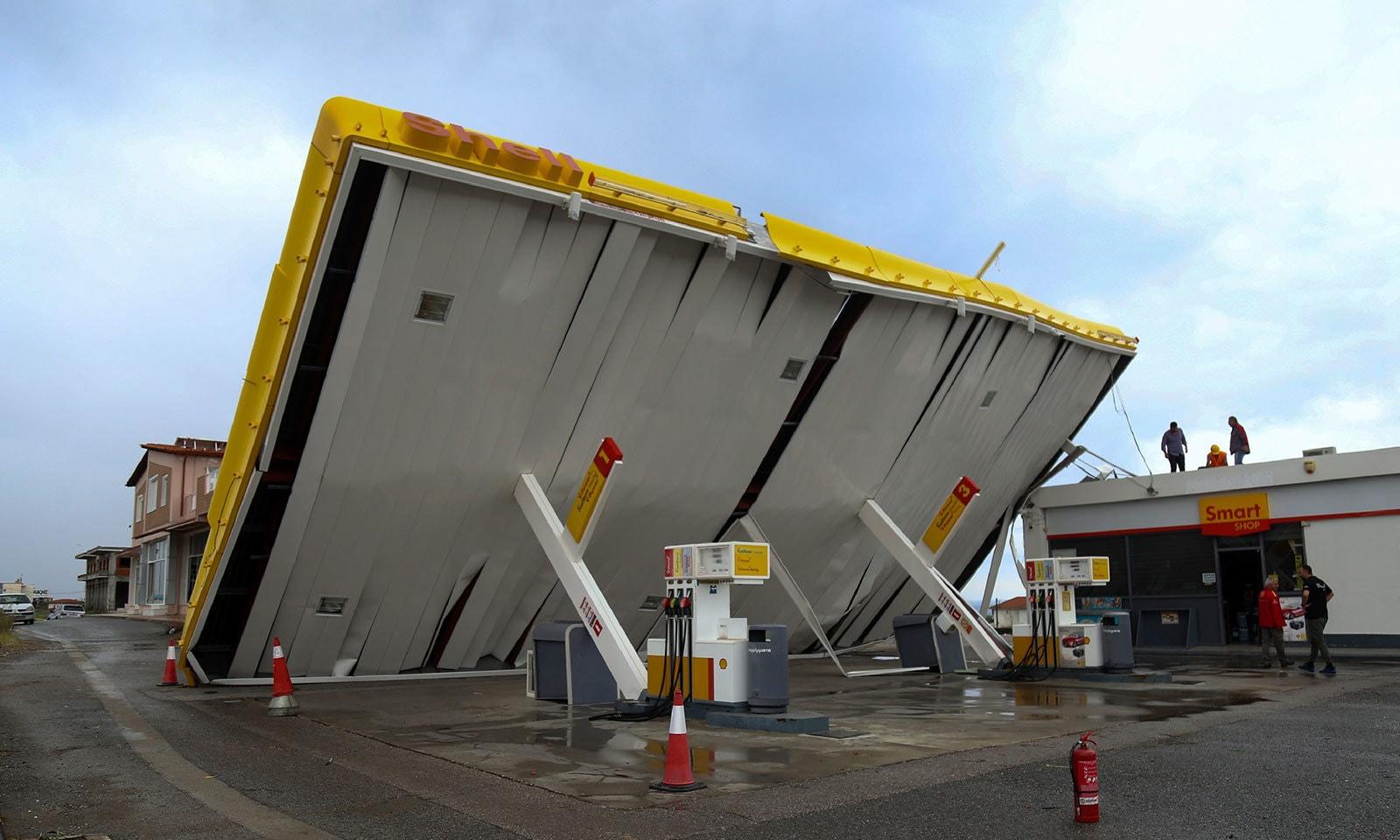 طوفان سے شدید مالی  نقصان ہوا — فوٹو: اے پی