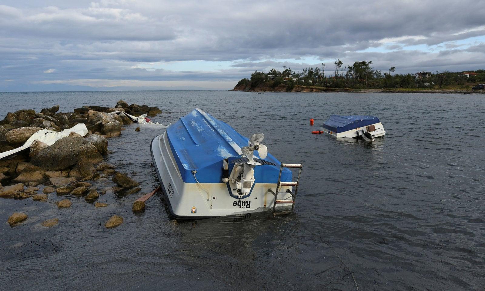 سمندر سے لاپتہ مقامی مچھیرے کی لاش بھی ملی — فوٹو: رائٹرز