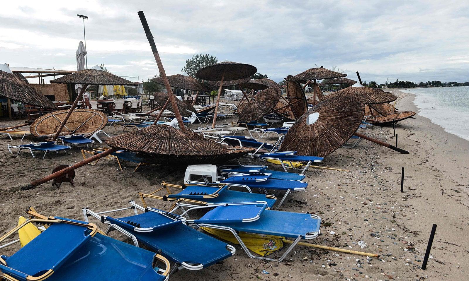 یونان میں طوفان کا  شکار ہونے والا علاقہ سیاحوں میں بہت مقبول ہے — فوٹو: اے ایف پی