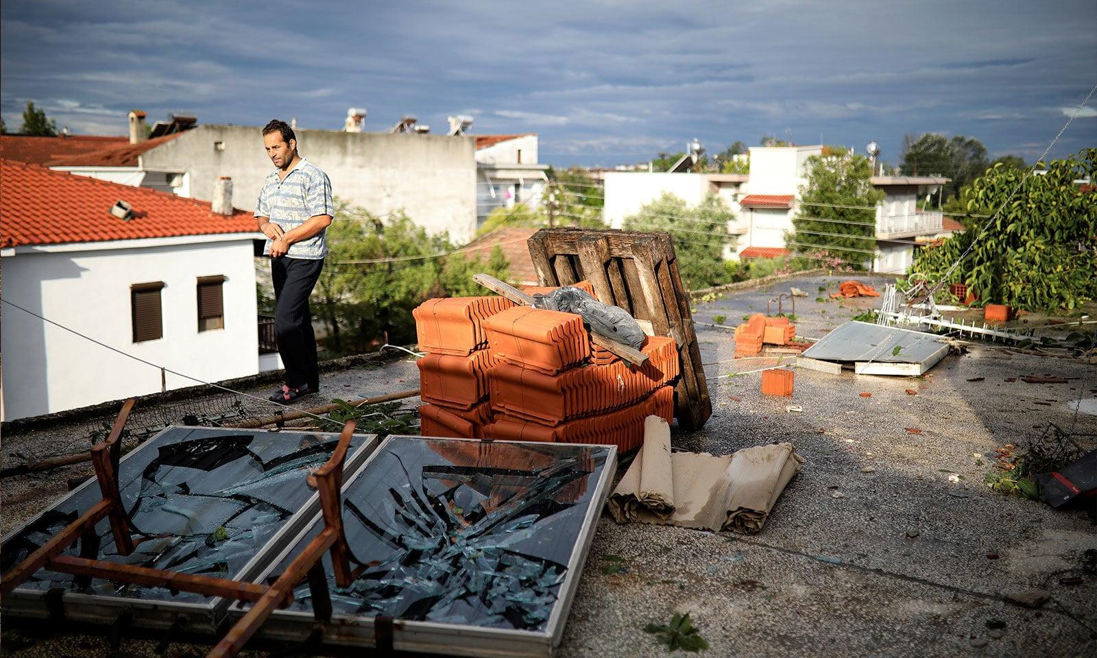 20 منٹ جاری رہنے والے طوفان نے بہت زیادہ تباہی پھیلائی — فوٹو: رائٹرز