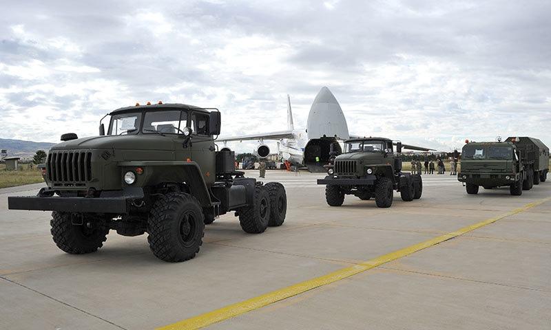 پہلی کھیپ انقرہ کے شمال مغرب میں واقع میورتد ملٹری ایئر بیس پہنچائی گئی — فوٹو: رائٹرز