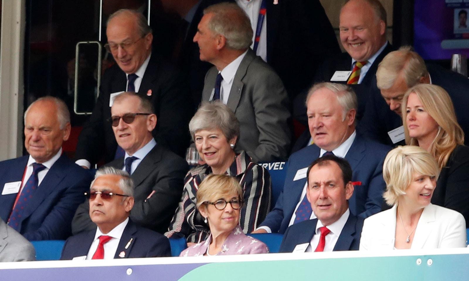 انگلینڈ کی وزیر اعظم تھریسامے بھی میچ دیکھنے کے لیے اسٹیڈیم میں موجود تھیں— فوٹو: رائٹرز